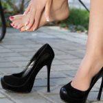 Os sapatos estão muito apertados? Vê como os podes alargar facilmente em casa!