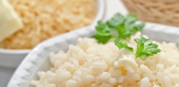 arroz-com-manteiga-e-queijo-getty-1442327987569_615x300