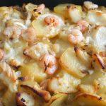 Bacalhau no forno com camarão e molho béchamel
