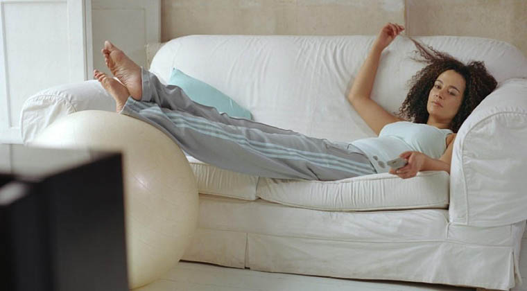 mulheres_sofa