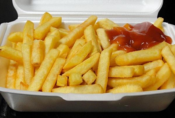batatas com ketchup