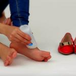 Tens sapatos que te magoam mas queres continuar a usá-los? Então tens o problema resolvido! Que génio!