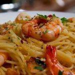 Receita rápida de esparguete com camarão! Um prato delicioso que te vai deixar viciada!
