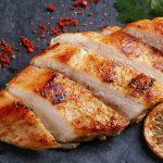 Já conheces estas dicas para deixar o frango grelhado/desfiado muito mais saboroso? Vais usá-las sempre depois de experimentares!